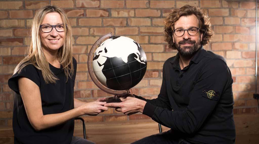 Natàlia Perarnau y Quim Serracanta fundaron Kids&Us para enseñar inglés mediante una metodología de juegos y canciones.