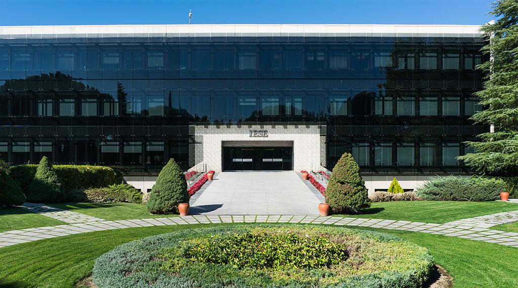 El IESE traslada sus clases del campus de Madrid a 'online' temporalmente