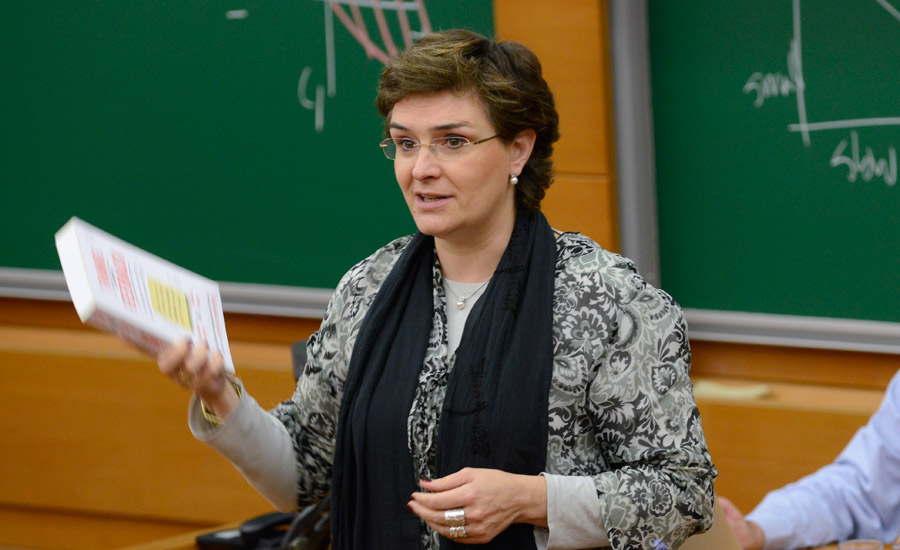Prof. Julia Mª Prats | IESE Business School