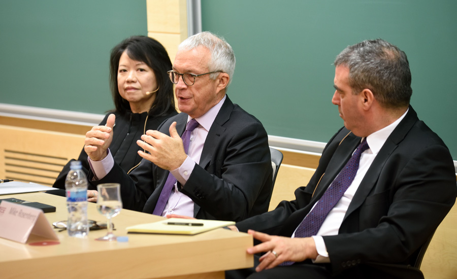 (L to R) Claire Huang, of Scottrade; Jay Ireland, of GE Africa & IESE Prof. Mike Rosenberg | IESE Business School