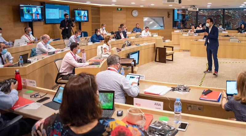 Executives return to IESE classrooms in Madrid, Barcelona